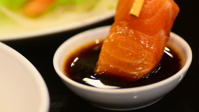 hd :刺身バー、日本の料理、日本のレストラン - bar点の映像素材/bロール