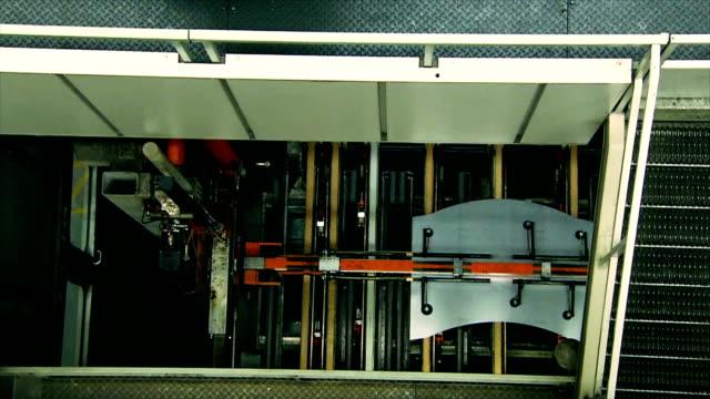 vídeos y material grabado en eventos de stock de hd: láminas de metal de estampación. - hoja de aluminio