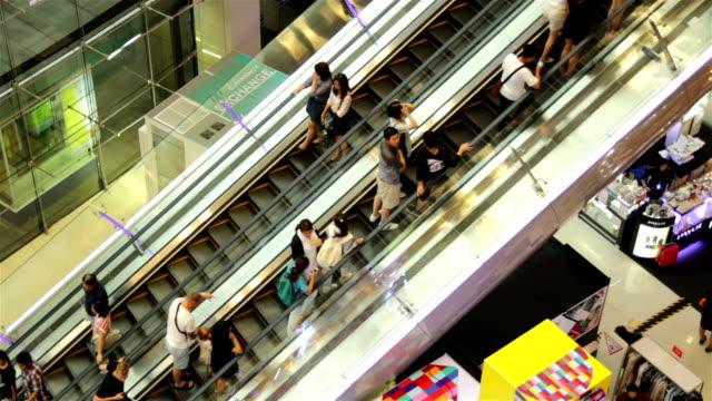 hd :ショッピング名様 - エスカレーター点の映像素材/bロール