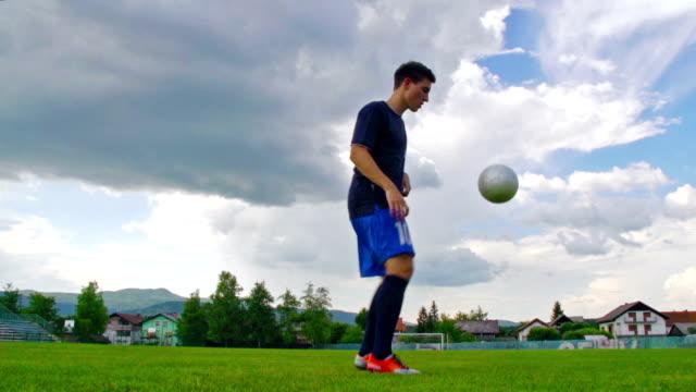 HD: Schuss von Fußballspieler üben Kick-ups