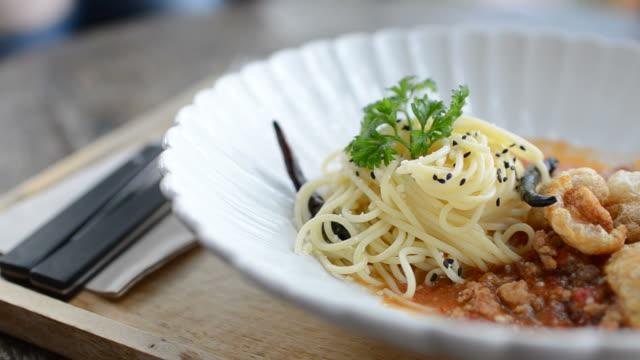 HD: Spaghetti thai-sauce