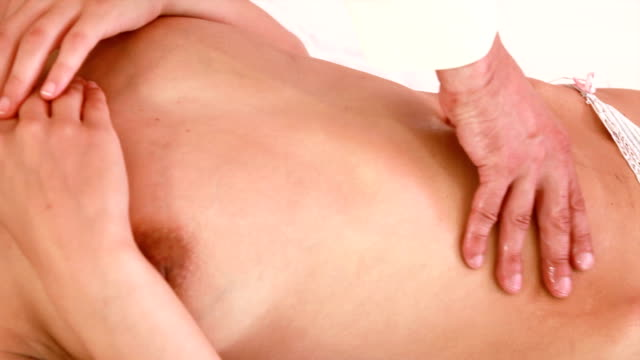 stockvideo's en b-roll-footage met hd:stomach massage - ontbloot bovenlichaam