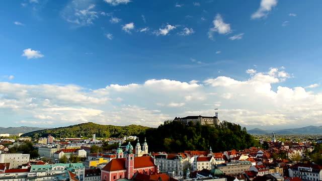 HD: Timelapse Ljubljana Stadt mit Schloss und Wolken