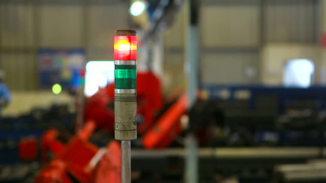 HD: aviso luz em um processamento machine. (panorama)