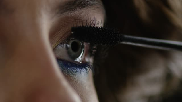 he girl uses mascara. fashion video. slow motion. 4k 30fps prores 4444 - make up stock videos & royalty-free footage