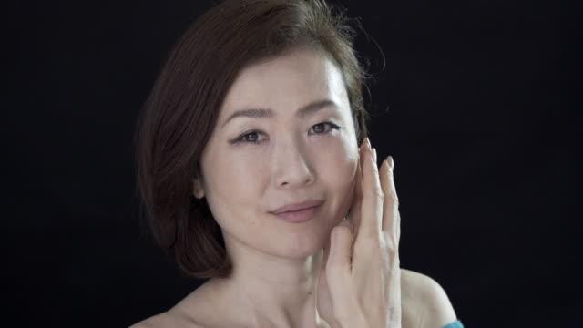 head and shoulder beauty clips of a japanese lady. - achtsamkeit persönlichkeitseigenschaft stock-videos und b-roll-filmmaterial