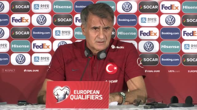 vídeos de stock, filmes e b-roll de head coach senol gunes of turkey speaks during a press conference ahead of uefa euro 2020 european championship qualifiers group h match between... - senol guenes