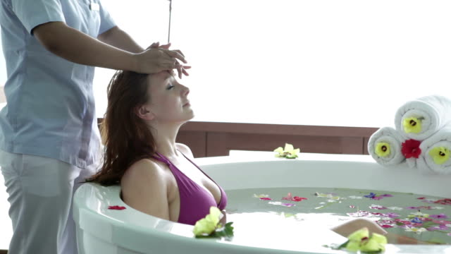 head massage in jacuzzi