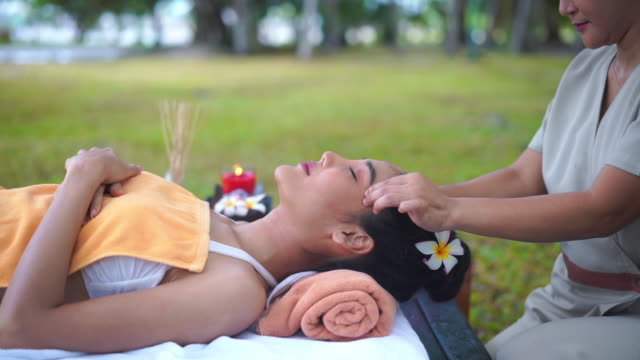 head massage - head massage stock videos & royalty-free footage