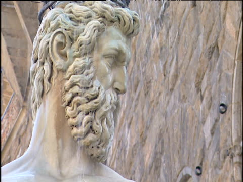 head of neptune fountain in piazza della signoria florence. - stoppelbart stock-videos und b-roll-filmmaterial