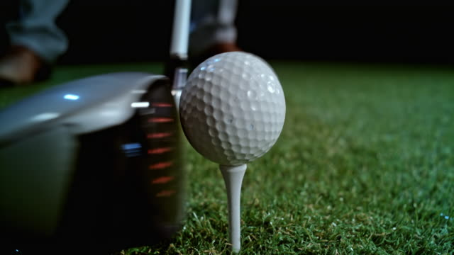 vídeos de stock, filmes e b-roll de slo mo head of the golf club hitting the ball - golfe