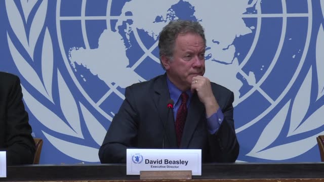 stockvideo's en b-roll-footage met head of the world food programme david beasley warns at a press conference in geneva of a severe increase in yemen's hunger rate - hongerig