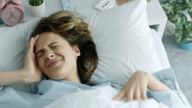stockvideo's en b-roll-footage met hoofdpijn - slecht nieuws