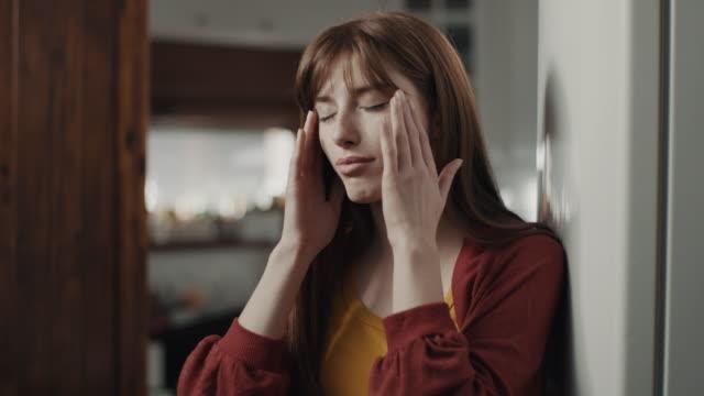vidéos et rushes de migraine - mal de tête