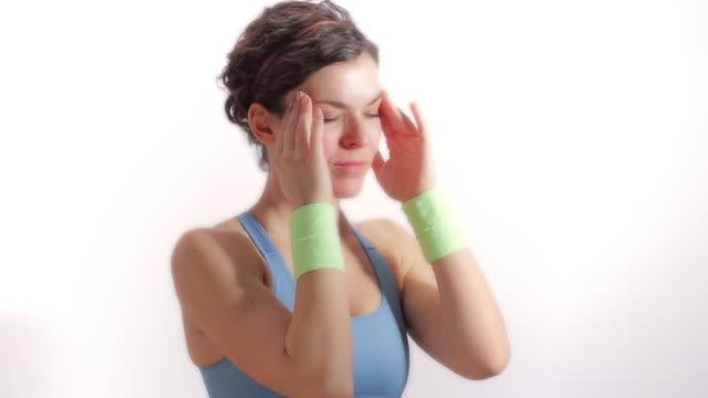 mal di testa - mal di testa video stock e b–roll