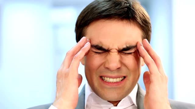 vídeos de stock, filmes e b-roll de dor de cabeça - obscured face