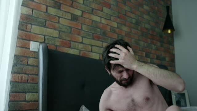 mal di testa  - mid adult men video stock e b–roll