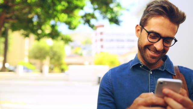 vídeos de stock, filmes e b-roll de rumo à grandeza na cidade - barba