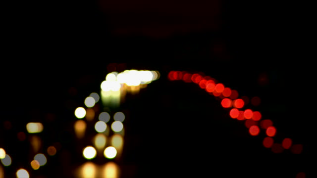 stockvideo's en b-roll-footage met t/l headlamps on highway at night - geschwindigkeit