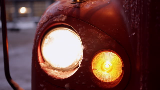headlights of a truck - autoscheinwerfer stock-videos und b-roll-filmmaterial