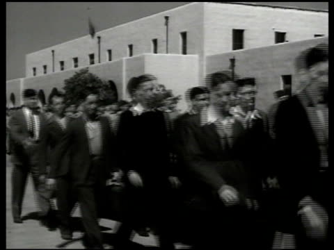 headline 'war with japan' us recruits in civilian clothing walking in line being sworn in walking into hq recruit depot being issued uniforms... - 1941年点の映像素材/bロール