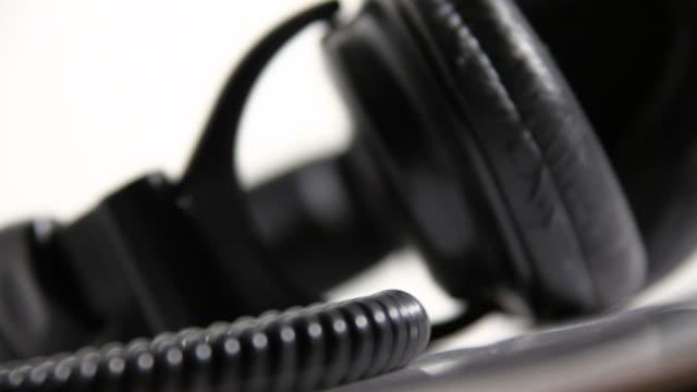 vidéos et rushes de des écouteurs - fondu de fermeture