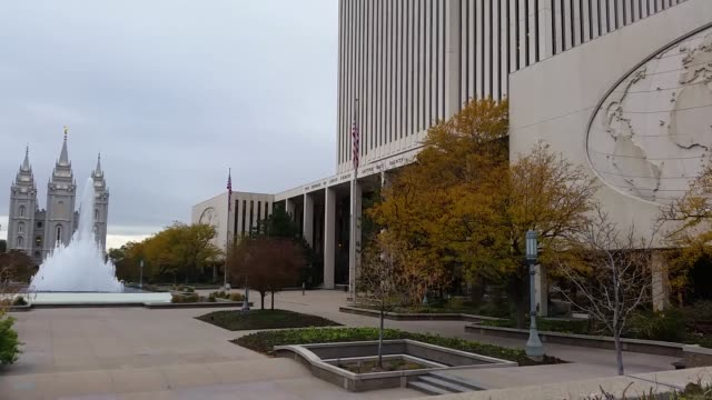 vídeos de stock e filmes b-roll de headquarters of the church of jesus christ of latter-day saints in salt lake city, utah. a new reports states that the church will not permit... - benção