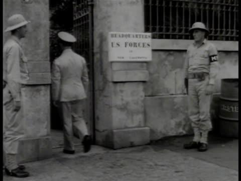 vidéos et rushes de headquarters of us allied forces brigadier general alex m patch jr staff walking out of gate in meeting w/ free french admiral thierry d'argenlieu... - général grade militaire