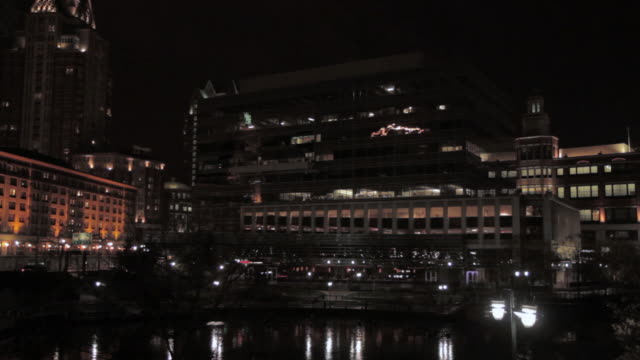 vidéos et rushes de la gtech headquarters overlooking waterplace park and surrounding providence place mall illuminated after dark / providence, rhode island, united states - rhode island