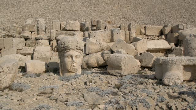 heads and bodies of the statues scattered throughout the the western terrace of the mount nemrut (nemrut dağı), southeast turkey - old ruin stock videos & royalty-free footage