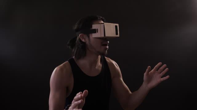 vr headset - ziegenbart stock-videos und b-roll-filmmaterial