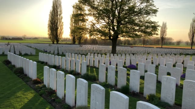 headstones of fallen soldiers from the first world war are seen at the tyne cot cemetery the largest commonwealth war graves commission cemetery in... - 墓碑点の映像素材/bロール