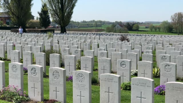 headstones of fallen soldiers from the first world war are seen at the tyne cot cemetery, the largest commonwealth war graves commission cemetery in... - 100. jahrestag stock-videos und b-roll-filmmaterial