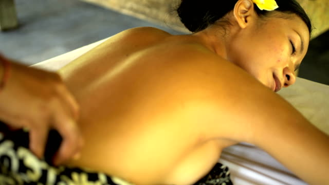 healing and relaxation treatment at tropical spa indonesia - spa treatment点の映像素材/bロール