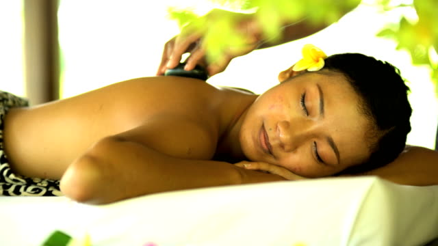 healing and relaxation treatment by professional masseuse indonesia - spa treatment点の映像素材/bロール
