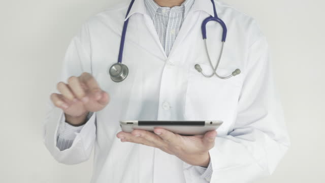 Health Care Worker mit tablet