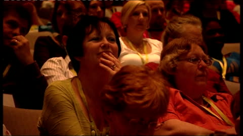 stockvideo's en b-roll-footage met health secretary heckled by nurses at conference in harrogate; audience members shaking their heads various shots of main stage and audience - festivalganger