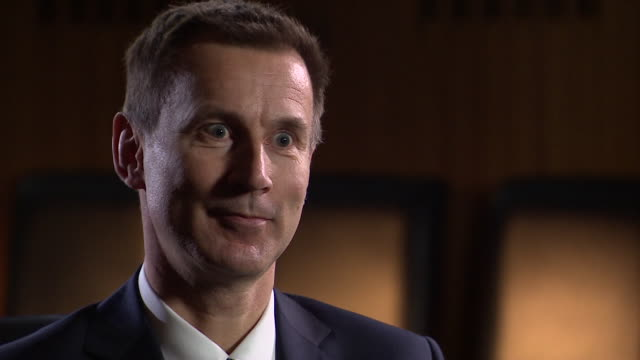health secretary jeremy hunt says 'thank you' to nhs staff for their work during the busiest week of the year for the health service, january 2018. - rettungsdienst mitarbeiter stock-videos und b-roll-filmmaterial