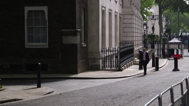 health secretary matt hancock arrives at number 10 downing street for a virtual cabinet meeting. - 10 downing street stock videos & royalty-free footage