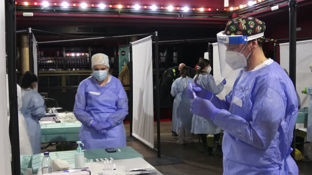 vidéos et rushes de health staff is seen working with a test for covid-19 of an antigen from the audience-tested before attending a concert of love of lesbian music band... - audience de festival