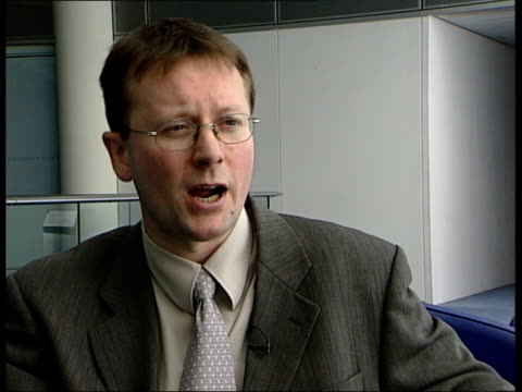 vídeos y material grabado en eventos de stock de stem cell research itn robert terry interviewed sot this may provide the cure for people like christopher reeve with a spinal injury people with... - the cure