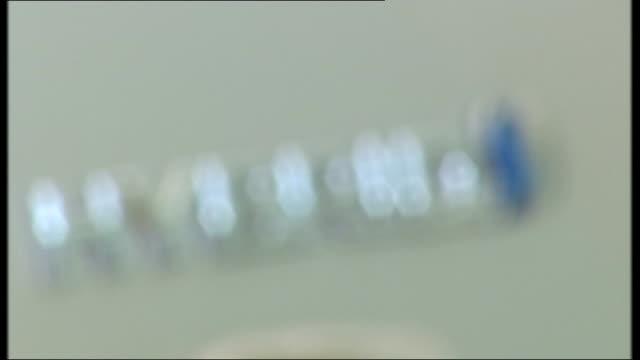 stockvideo's en b-roll-footage met health warnings may be included in car advertisements simon wilkins interview sot cutaway 'hybrid' logo on car car salesman shaking hands on a deal... - hybride voertuig