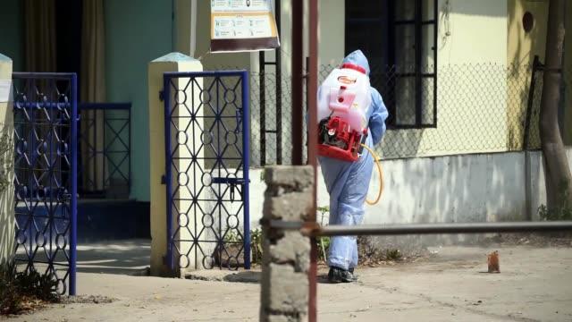 vídeos y material grabado en eventos de stock de health workers preparing disinfectant to spay - confinamiento