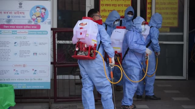 health workers preparing disinfectant to spay - covid 19点の映像素材/bロール