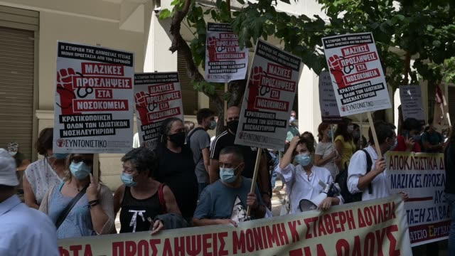 health workers takes part in a rally during a 24-hour nationwide strike by state hospital workers outside the health ministry in athens, thursday,... - 参加者点の映像素材/bロール