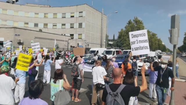 vídeos de stock e filmes b-roll de healthcare professionals in spain staged a demonstration to demand better working conditions on tuesday . medical workers protest against the... - authority