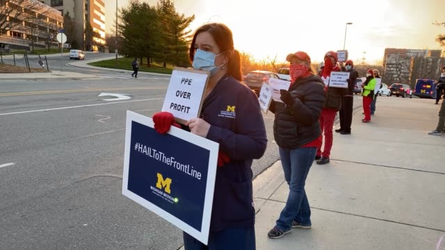 vidéos et rushes de healthcare workers and supporters protest for better distribution of personal protective equipment for frontline workers during the covid19 crisis on... - michigan
