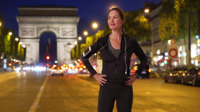 stockvideo's en b-roll-footage met healthy active woman jogger posing for a portrait on paris street - jogster