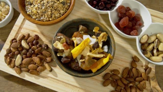 stockvideo's en b-roll-footage met gezond en heilzaam voedsel - noot