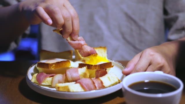healthy breakfast: bacon,toast and coffee - speck stock-videos und b-roll-filmmaterial